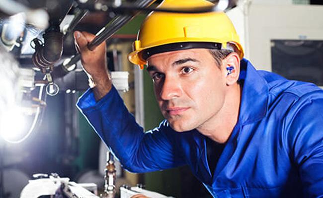 Sollte die Schutzwirkung von individuell angepasstem Gehörschutz regelmäßig überprüft werden?<br> (5 hilfreiche Fakten zur Entscheidungsfindung)